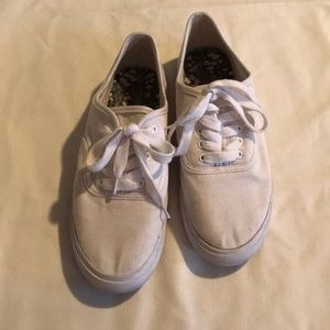 Target white tennis shoes size 8